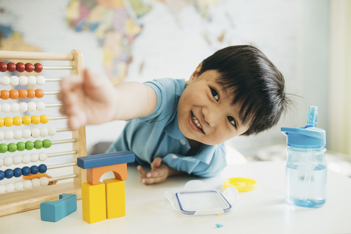 日本の英語教育発展のために、早期からの英語教育を