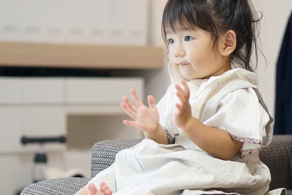 乳幼児でもテレビ映像を見て動作を模倣できることが明らかに