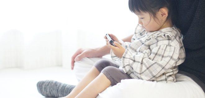 親が一緒に映像を見ることで幼児の語彙学習をサポート