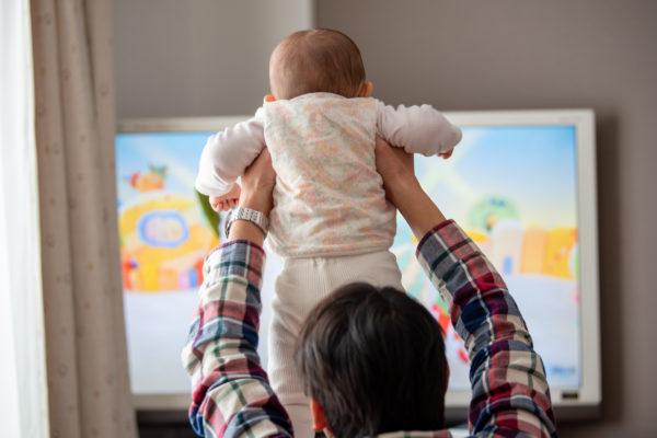子どもは慣れ親しんだキャラクターの映像から学びやすい