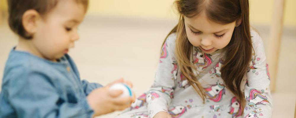 英語を学習する海外の子供のイメージ画像