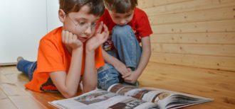 子供が家庭で第二言語を学ぶイメージ