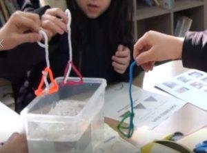 英語を使って理科の実験をするCLIL授業「表面張力の不思議」②