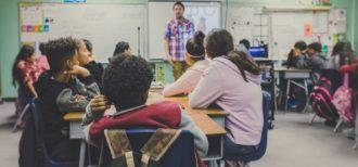 英語を学習する教室環境のイメージ画像